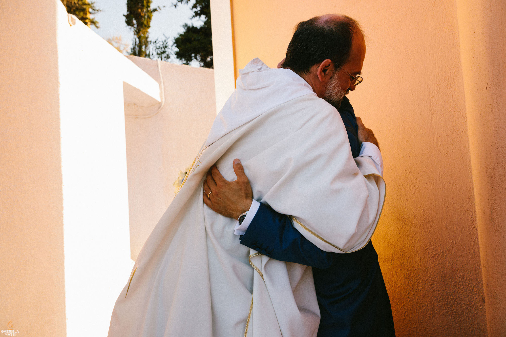 wedding hugs on Kea Island